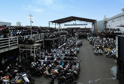 We export (load) more than 4000 units of motorcycles per month.